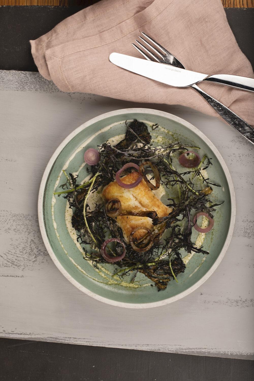 Hvit fisk med syltet rodlok BARE restaurant Foto Kristin Jorgensen